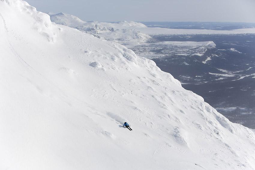 Kristoffer Frenkel på väg ner från ett av Kittelfjälls mest populära fjäll - Borkafjället.