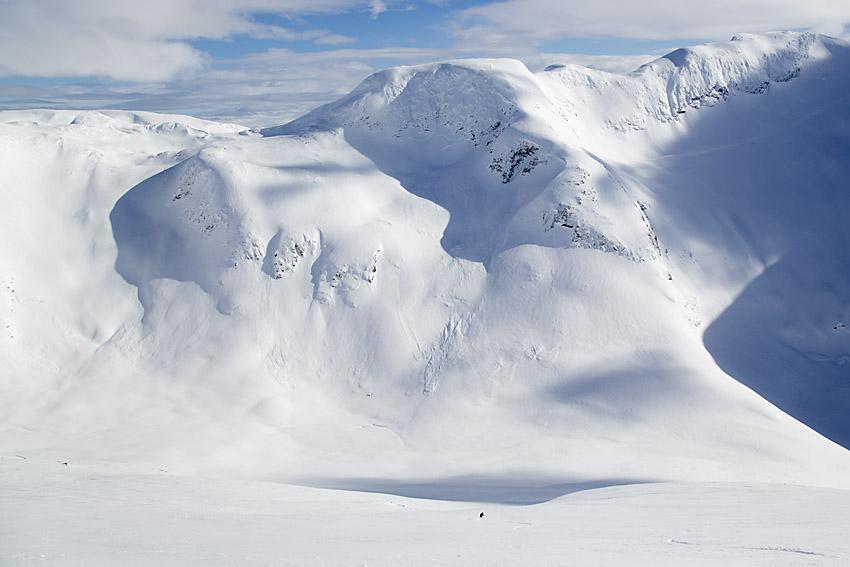Sogndalseggi från Nyastölseggi. Turen upp till Sogndalseggi går i bildens vänstra kant.