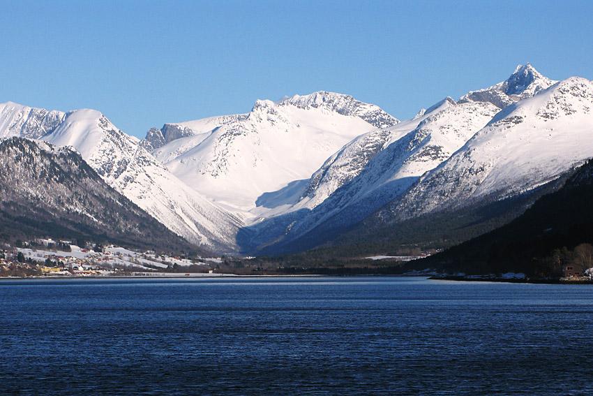 Bildtext här. Är detta ROmsdal, den låg nämligen i Romsdalmappen. Tycker den är fin som frontbild.