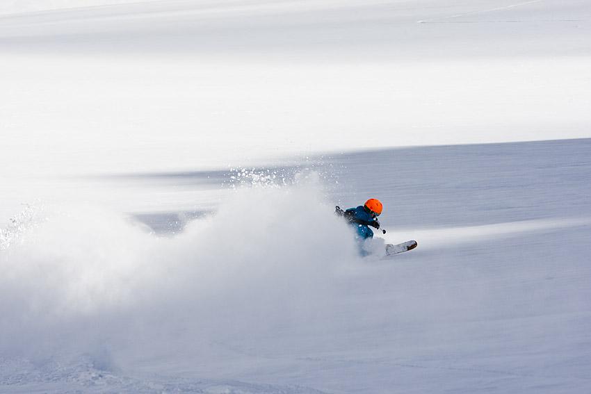 Kristoffer Frenkel utnyttjar fördelarna med Storglaciären - den ofta bra snön.